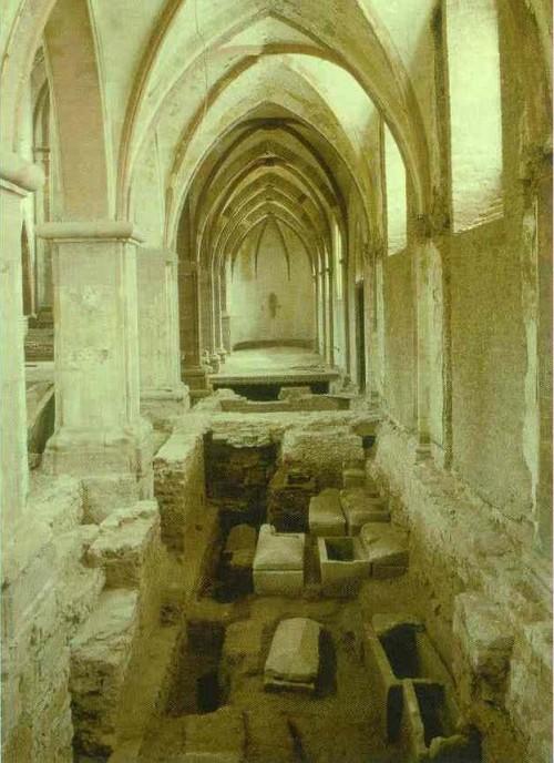 """Abb. 7: """"Grabung im südlichen Seitenschiff von St. Maximin 1985"""" [Dahm 44]"""