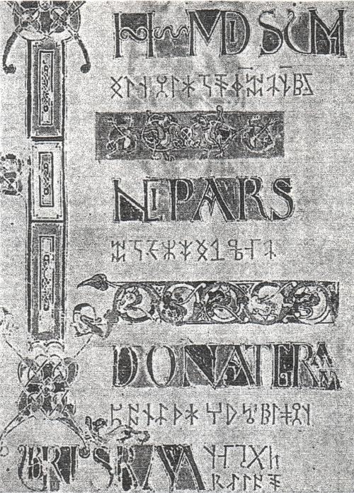 """Abb. 2: Titelseite des Kodex 207 der Berner Burger-Bibliothek, enthaltend die Grammatik des Donatus aus Rom. Der lateinische Text ist von einer """"Runenschrift"""" unterlegt, die sich mit keinem Runenalphabet entziffern lässt."""