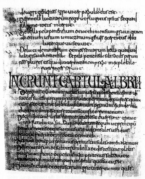 """Abb. 2: Der Orosius ex Sammlung Fürstenberg, vor 800, geschrieben in einer """"merowingischen"""" Minuskel. Die Schrift angeblich von einem genialen Schreiber erfunden, der Text von 12 Händen gleichzeitig gefertigt."""