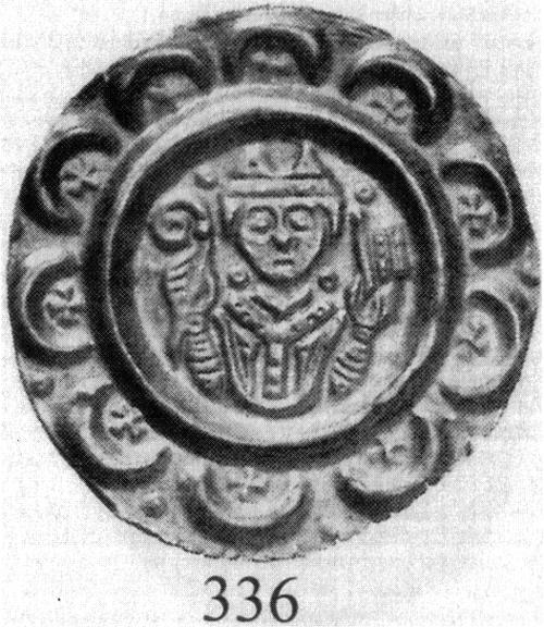 Abb. 6: Brakteat des Udalschalk von Eschenlohe (1184-1202). Ein ähnlicher Brakteat (nur Kopf mit Mithra, Stab und Banner, und mit flachem Rand) wurde bei Ausgrabungen auf Wörth gefunden. Warum wurde der Fund verheimlicht?