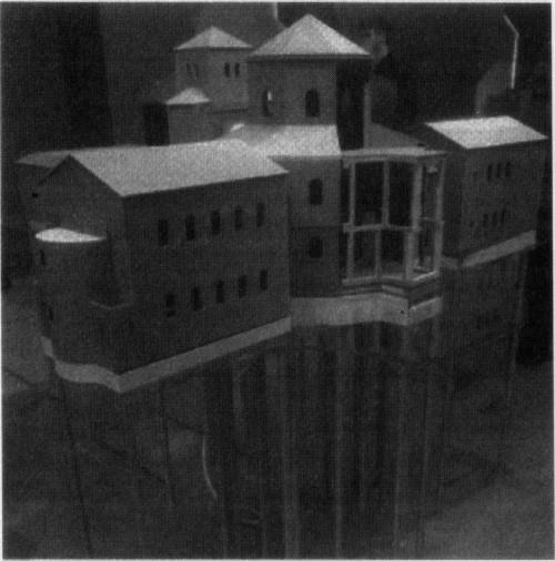 Das neue Pfalzmodell steht über einem metallenem Grundriss; Bilder werden aber noch nicht mit der endgültigen Bemalung und Ausstattung veröffentlicht [dpa]