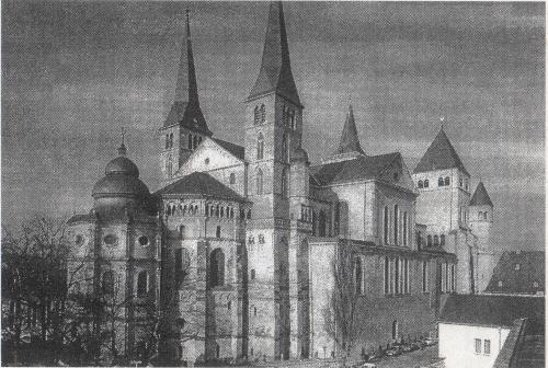 Dom von Nordost: Heiligrock-Kapelle, Ostchor, römischer Quadratbau mit barockem Querschiffsaufbau, Westbau [Ronig 26]