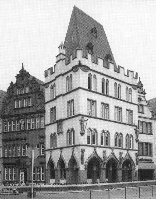 """""""Rotes Haus"""" und """"Steipe"""" am Hauptmarkt in Trier  (Ausschnitt aus einem Foto in [Trier 71], nach 1972)"""
